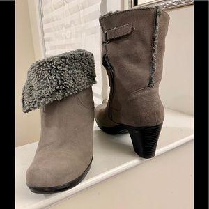 Clarks Women's Gray Suede Boots EUC